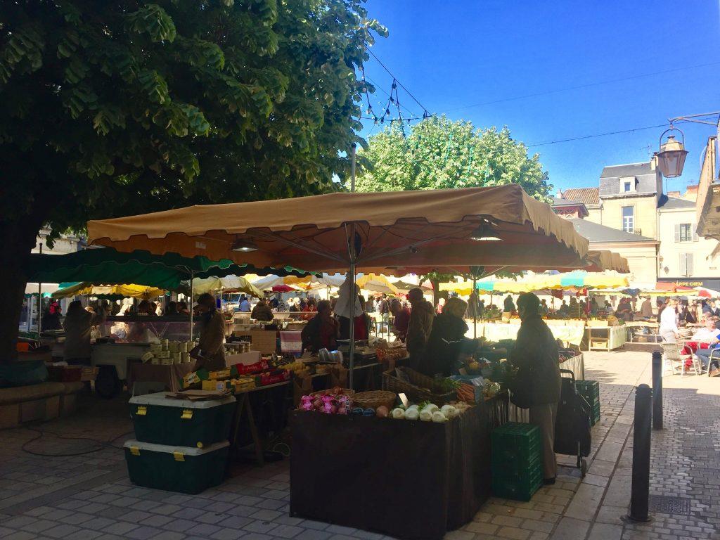 French Dordogne farmers market town