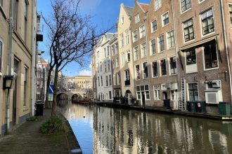 Local city guide Utrecht canal